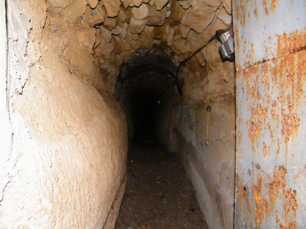 Images de la borie de Saint Gabriel, du souterrain et de la chapelle.