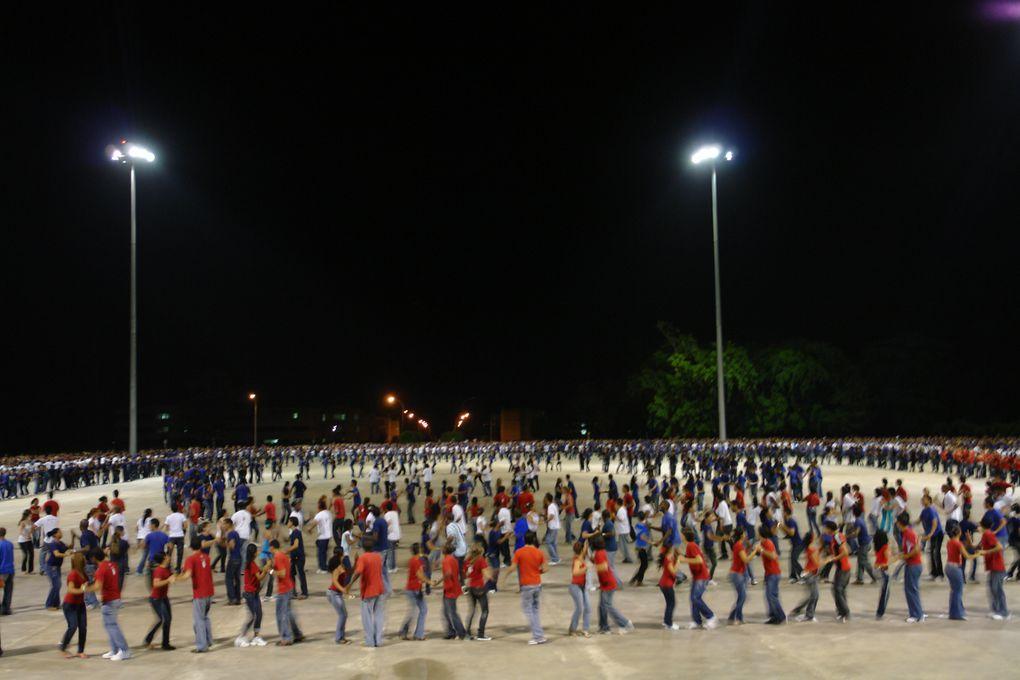 Imágenes de la Rueda de Casino Más Grande del Mundo en la Plaza Niemeyer de la UCI, Cuba, en homenaje a los 5 Héroes Prisioneros en el EEUU.