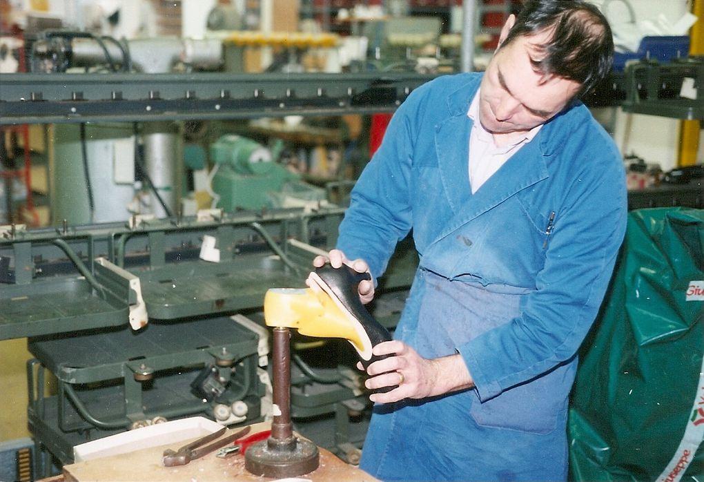 Description du monde du travail des chaussonniers dans le Pays de Fougères