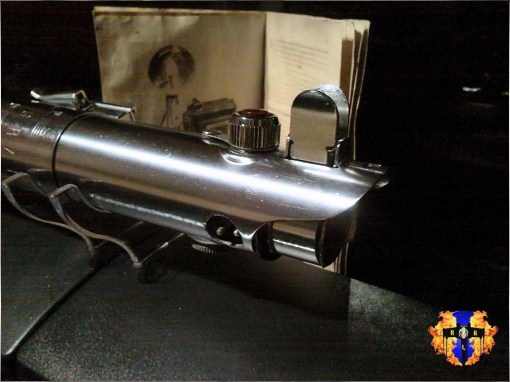 Le premier sabre laser vu dans star wars est... un flash d'appareil photo des années 40.En voici les photos et le résultat de la conversion. Désolé pour les puristes amateurs de flash d'appareils photo.