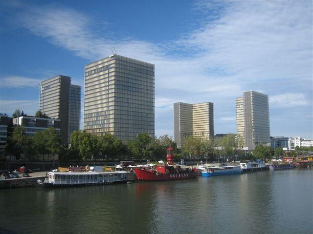 Pour vous donner l'envie de mieux connaitre Paris, voici quelques photos des endroits les plus connus au moins connus ....