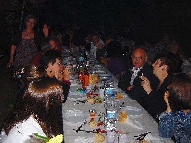 une superbe fêtes qui a réunion  plus de 173 personnes autour du barbecue et environ 300 personnes ont assisté au feu d'artifice et au bal