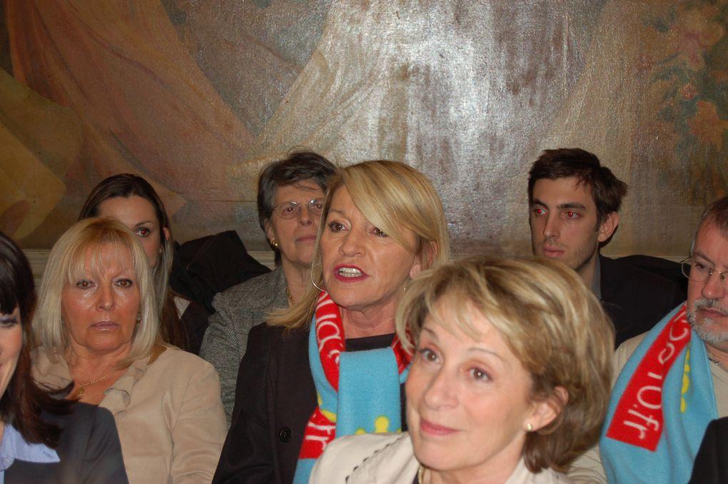 Brigitte Barèges et ses colistiers lors de la conférence de presse de présentation du projet de la liste UMP Majorité présidentielle et du journal de campagne