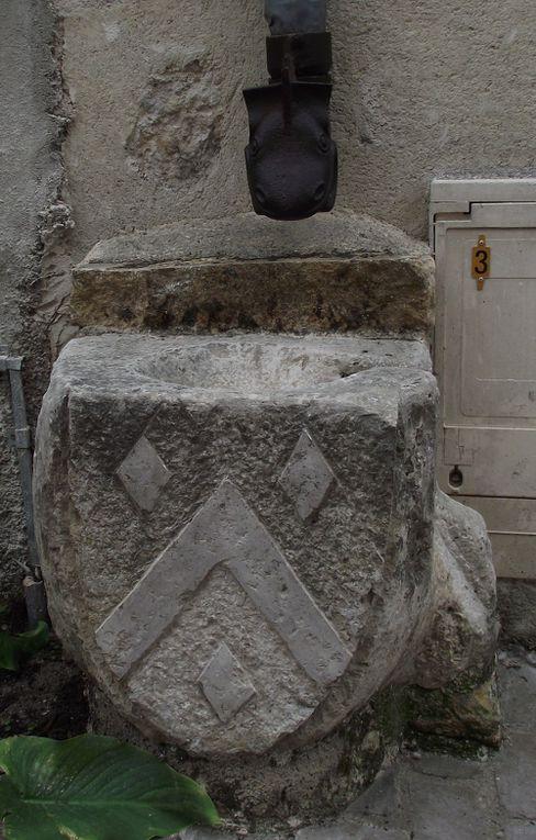 """Magnifiques pierres, à aller voir en dehors de la """"fête médiévale"""" qui n'en est pas vraiment une."""