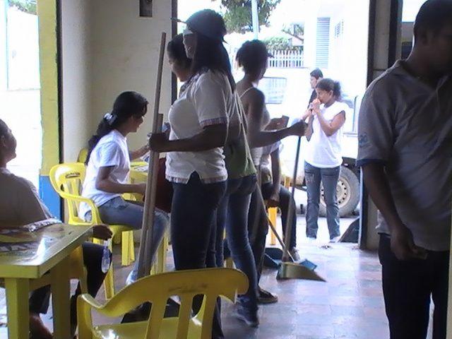 EL PASADO 31 DE MAYO DE 2009, LOS ESTUDIANTES DE GRADO 11º DE LA INSTITUCION PARTICIPARON EN LA CAMPAÑA DE LIMPIEZA POR MONTERIA EN LA CALLE 29 Y 30 DESDE LA AVENIDA PRIMERA HASTA LA CIRCUNVALAR.UN GUIÑO PARA NUESTROS ESTUDIANTES EXCELENTES