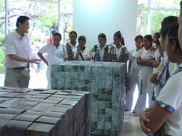 GRADO 10º SALIDA A CHARLA SOBRE ECONOMIA EN EL AUDITORIO DEL PARQUE RONDA DEL SINU28 DE MAYO DE 2009