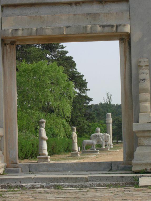Retour aux tombeaux Qing de l'est, Noël 2010 et Noël 2011, aux tombeaux Qing de l'ouest, mai 2011 et février 2013.