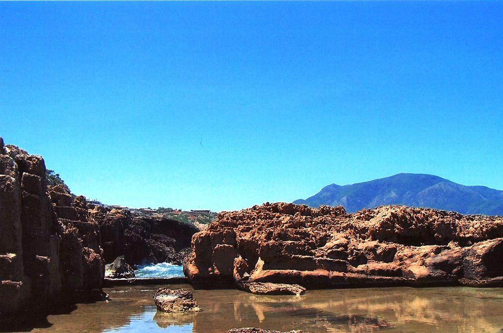 L'Algérie... C'est le pays où je suis née.J'en suis partie en 1962 et je n'y suis retournée qu'en 2006.Un voyage plein d'émotions...