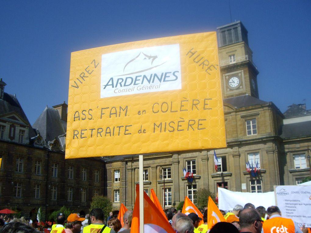 Manifestation contre les retraites photos du conseil générale des ardennes, CGT