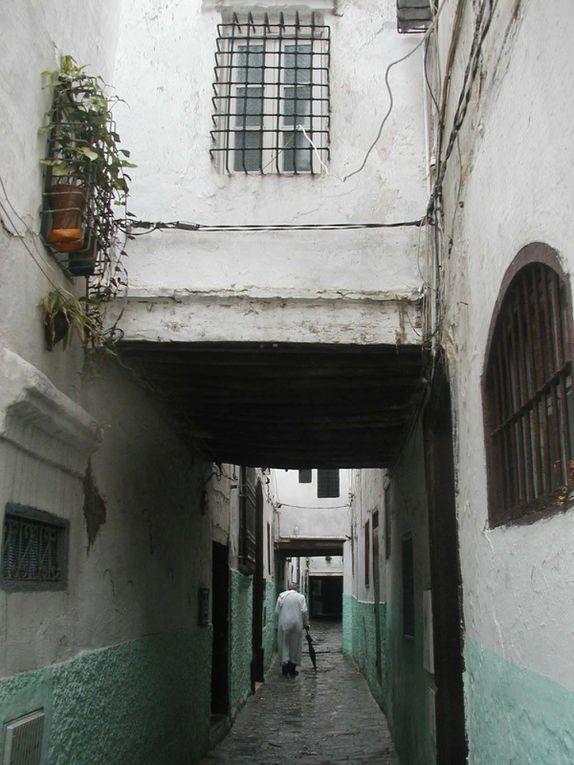 Cet album photos regroupe des images récentes des villes de Tetouan et Fnideq au Maroc et vous permet de faire une première visite virtuelle en images de ces villes et de leurs lieux d'intérêts touristiques. Blog DarkomGuideMaroc