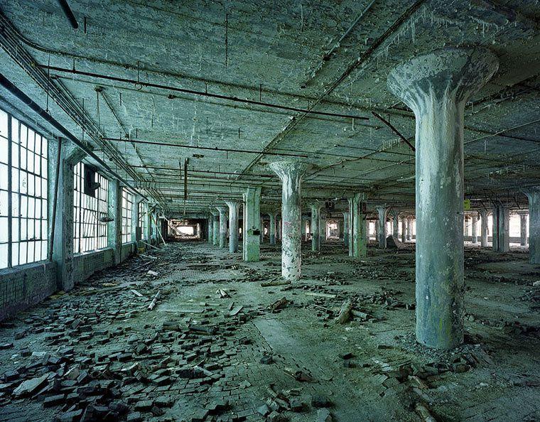 Images du passé, lieux fantômes, etc.
