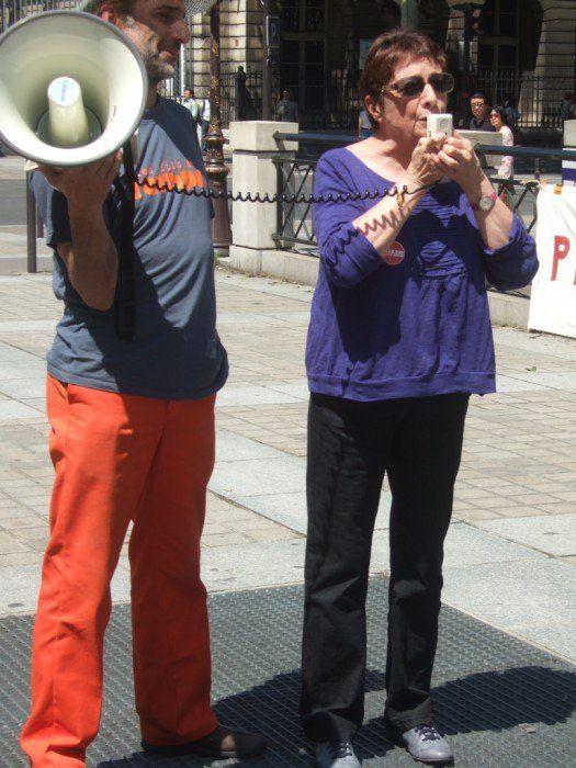 (Photos Lu Pélieu) 2010/6/4 Paris soutien lors du procès de Michel et Ludo de la Cie jolie môme