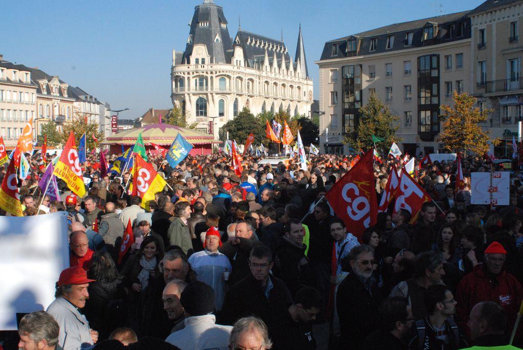 11 000 manifestants à chatres contre la réforme des retraites le 12/10/2010 (Photo A. perucha CGT Philips)