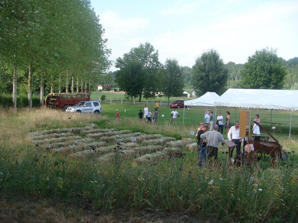 """L'herbe folle, concert au profit de l'association """"Culture et Patrimoine de Fontenay Torcy"""" avec Partick et Monique Scheyder, artistes."""