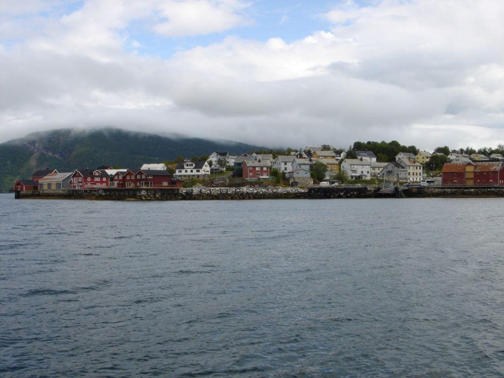 Port au bout d'un fjord, terminus de la ligne ferroviaire