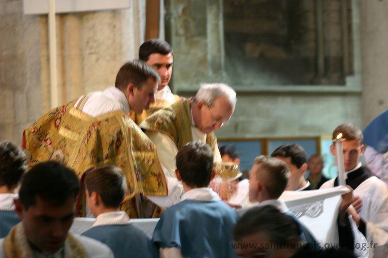 Pèlerinage de l'Institut à Lisieux le samedi 16 octobre 2010, avec SER Mgr Schneider, évêque de Karaganda au Kazakhstan.