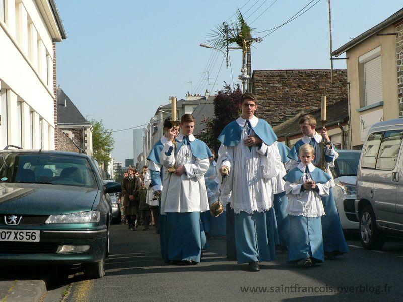 Procession des Rameaux, dimanche 17 avril 2011, dans les rues autour de la Chapelle Saint François.