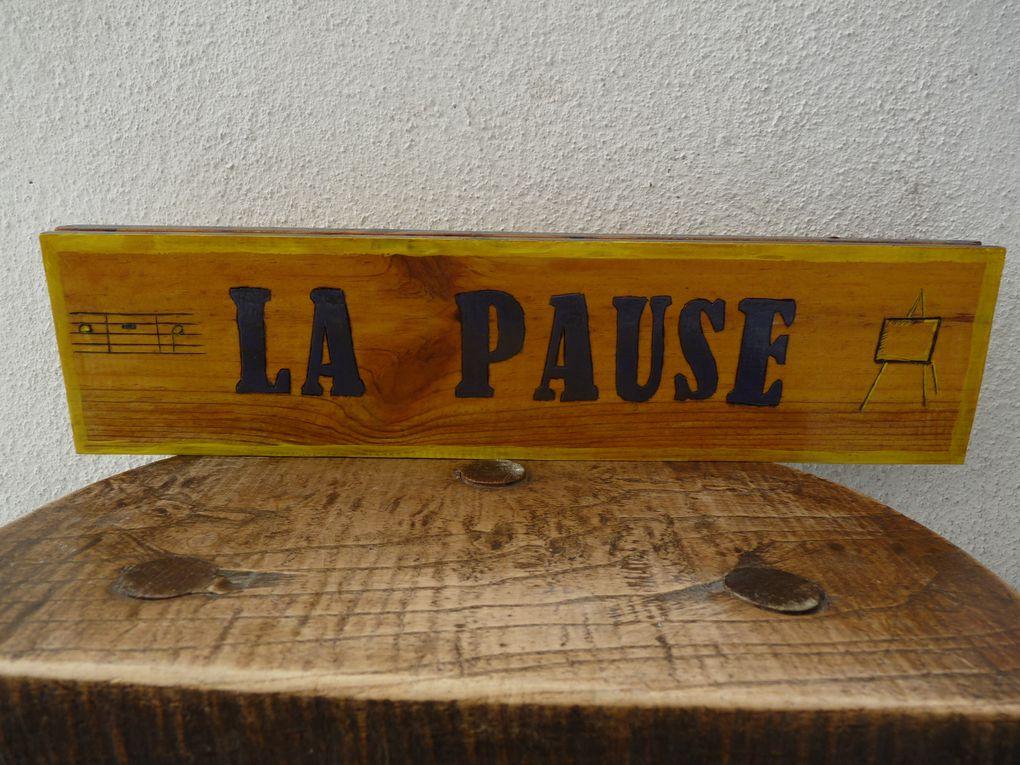 La Pause, comme l'Escale, est proposée à la location pour une journée, une nuitée, un WE, une semaine ou plus ! Pour un temps de pause et de ressourcement...Elle est composée : un grand séjour avec coin cuisine équipée, WC, Salle de bains, à