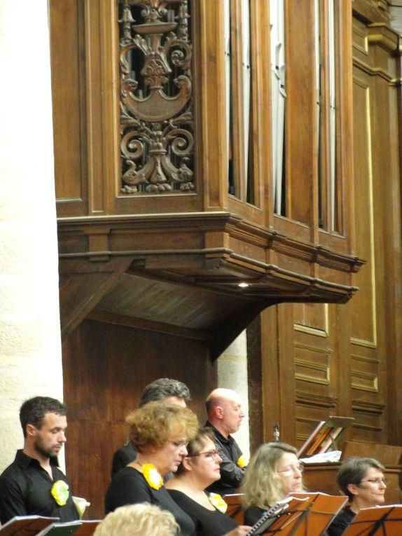 le choeur rennais A vous sans autre, dirigé par Stéphane Guillou et accompagné à l'orgue par Philippe Delacour.