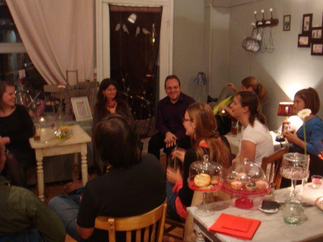 Jeudi 17 septembre 2009Suite au vernissage à 18h30 à l'Espace Le Carré dans le Vieux Lille, le repas de clôture du projet Asua Resider, par l'Espace 36 de Saint Omer, a eu lieu à La Maison aux Fraises... Tervetuloa - Bienvenue !
