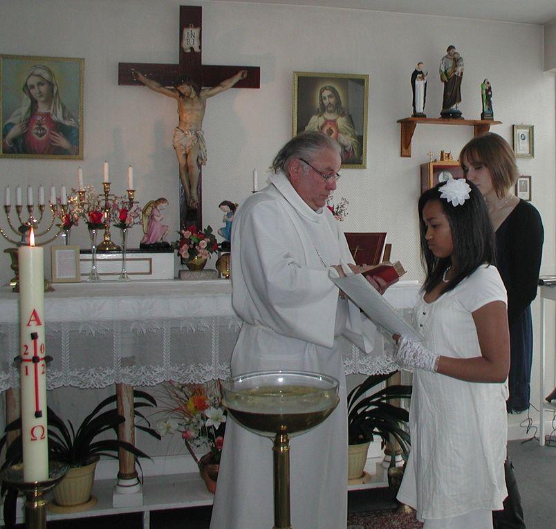 le baptême d'une jeune fille de 15 ans qui a choisie de reçevoir le baptême, le parrain étant absent il est représenté