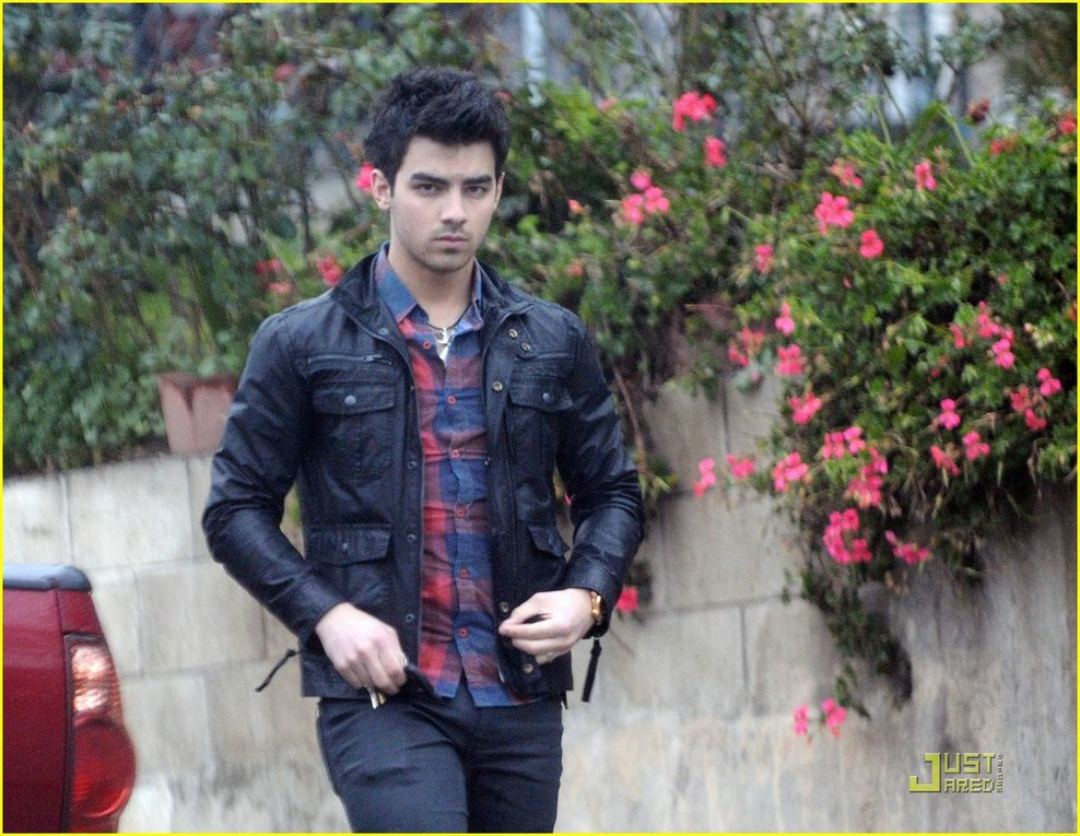 Beautifuls photos of Joe Jonas, who is going to Washington DC, for the Specials Olympics