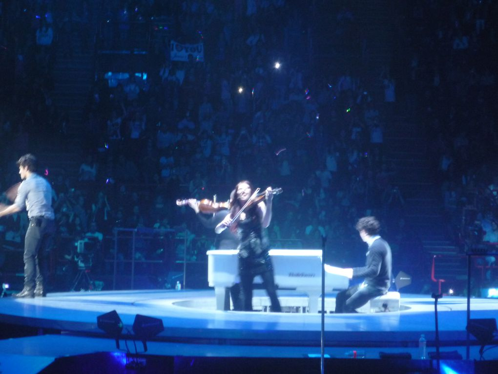 Jonas Brothers- World Tour 2009, PARIS-BERCY