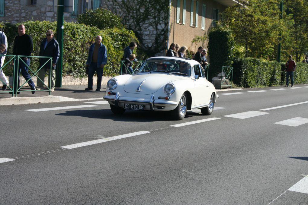 Photographies de la concentration autos motos de collection, bourse aux pièces et automobilia du dimanche 18 octobre 2009 à Roquefort les Pins
