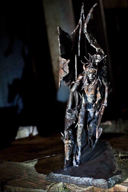 """Sculpture en acier forgé, cuivre et laiton de Lo* d'après le """"Dernier des Mohicans"""" adapté par Cromwell"""