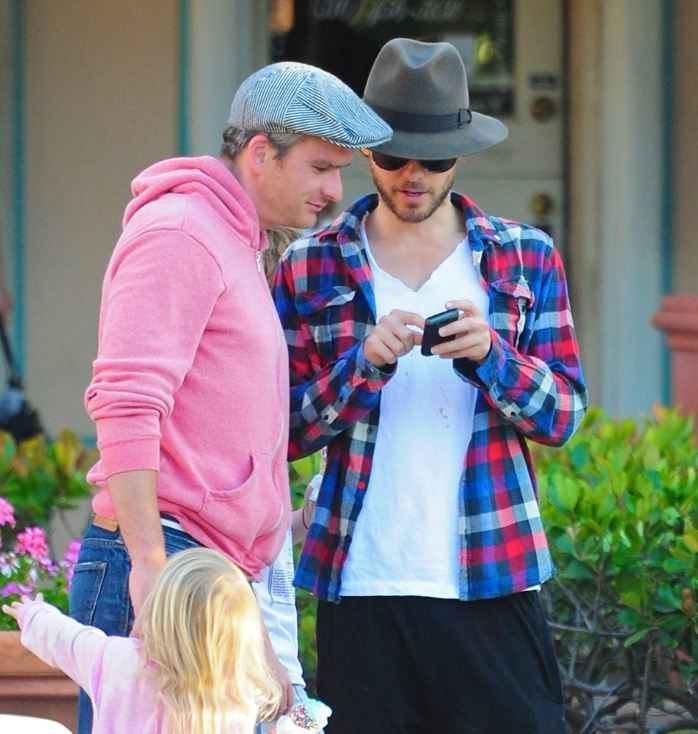 Album - Jared-Leto-in-Malibu-with-Balthazar-Getty-s--29-mai-2011