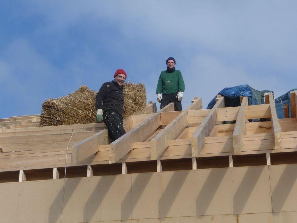 Premier week-end de pose paille sur la toiture