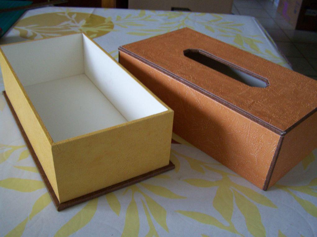 lampe de chevet faite en tuto avec nanou29  http://cartons-et-loisirs.over-blog.comcarton et papier peint