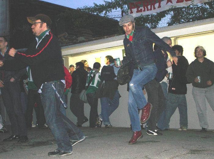 Red Star - Valenciennes en 2006. Le Red monte après sa victoire 3-1