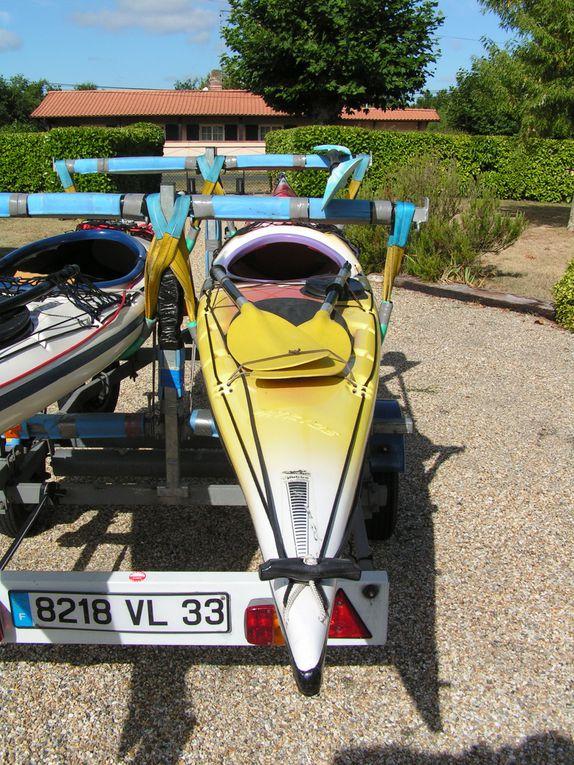 Vente de 2 kayaks de mer homologués et 1 remorque adaptée.