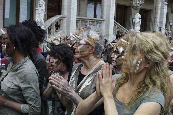 Participation de la Royale Saint-Gilloise à la Zinneke Parade 2012 - Zinnode Duvelderaa.