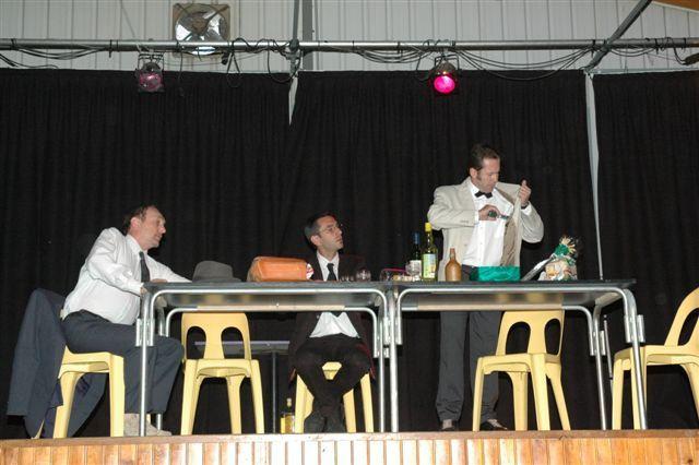 un petit bijou .... spectacle donné par les professeurs un soir de représentation de la chorale du collège le 6 juin 2006 à St Maurice MontcouronneApolline lettres classiquesGuy arts plastiquesLaurent espagnolMichel mathématiquesEtienn
