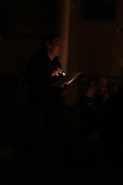 """Petit spectacle """"Rencontres improbables à l'intérieur d'un ruban collant (ébauche d'un travail de personnage)"""" le 22 décembre 2011. Photos : Emilie Pezet"""