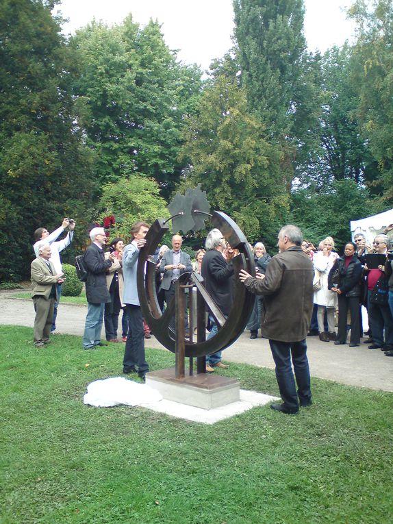 Inauguration des sculptures de Geza Spiegel et Philippe Bouveret, à Vaihingen, samedi 21 septembre 2013. Les mêmes oeuvres seront inaugurées samedi 6 octobre à Melun. Pour célébrer le 50ème anniversaire du Traité de l'Elysée.