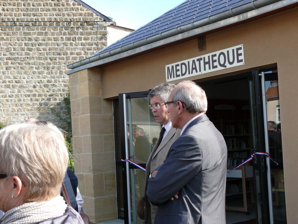 Le 18 septembre 2010, la médiathèque d'Arreux a été inaugurée par Robert COLSON Maire de Arreux, le Conseil Municipal, le Sénateur-président du conseil Général, Mme Joëlle Barat vice/présidente de la Région  et du Député Philippe Vuilqu