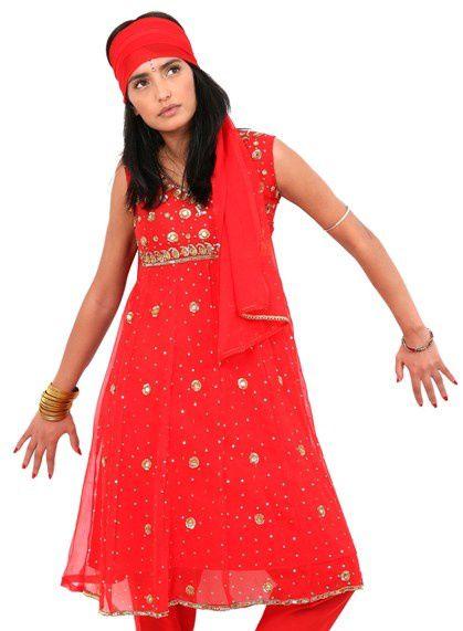 NAINIKA est une jeune entreprise créée en juin 2009. Elle est le fruit d'une collaboration entre une entrepreneuse française amoureuse de l'Inde (NAILA) et une styliste indienne amoureuse de la France (KANIKA).Les créations de ce duo vous sont