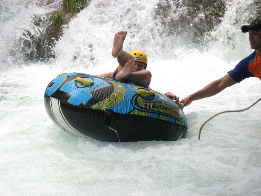 BOUEE CROSS –  Vous commencez cette promenade dans des passerelles en hauteur  Jusqu'à  l'endroit d'embarcation ou le visiteur ira descendre par environ 1000 mètres  de la rivière Formoso en bouées individuelles, sur un parcours de 40 minutes d'eau,  profitant de l'émotion et affrontant 3 cascades et deux passages d'eaux courantes. Tout au long de cette promenade au-delà de l'émotion des aventures de chutes, le promeneur aura l'opportunité de contempler le magnifique Rio Formoso avec des centaines de poissons et une incroyable flore subaquatique. Le retour sera fait à travers des passerelles suspendues dans les bois ou le promeneur pourra voir des animaux sauvages. À la fin de la promenade le promeneur aura la possibilité  de se baigner dans le Rio Formoso et Formosinho mais encore faire toute la  promenade complète de plus de 1200 mètres tout le long de foret.  Distance depuis le centre-ville: 07 km Durée: 02 h Ce qu'il vous faut apporter : vêtements de rechange, maillot de bain, serviette, tongs, écran solaire et anti-moustique
