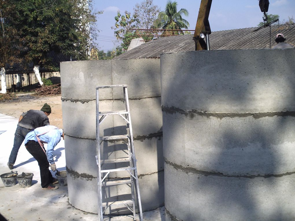 We put the bottom of the Water Mixing tanks - next week it will be levetated by 4 meter 50.Then we will take care of the metal portico...