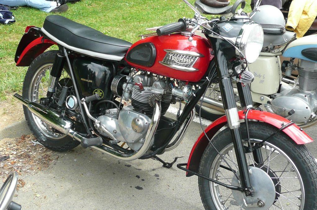Photos de motos anciennes glanées çà et là lors de la participation à diverses manifestations en France.