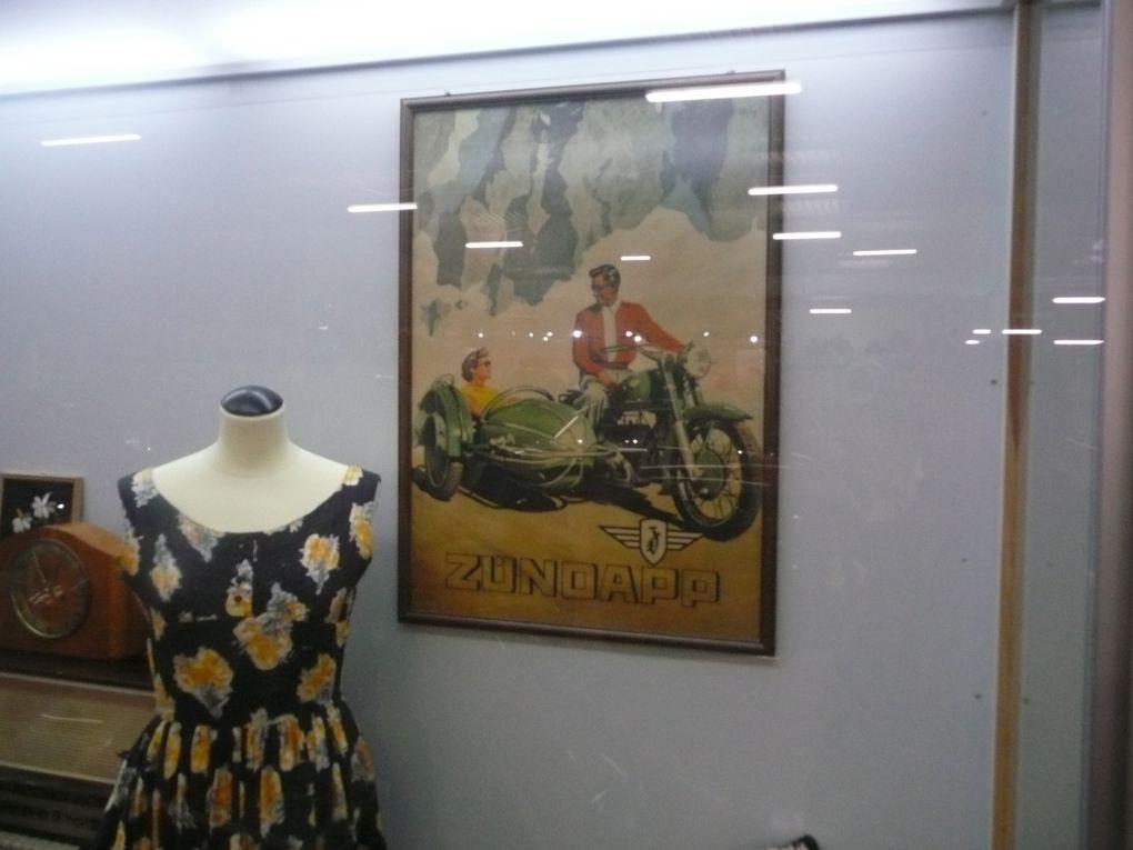 Petite visite au musée de la Technologie et des Transports à SINSHEIM, près de MANHEIM (D)Ce site regroupe non seulement des motos mais également, voitures, camions, trains, avions et tous les moyens de transports existants ou ayant existés. On