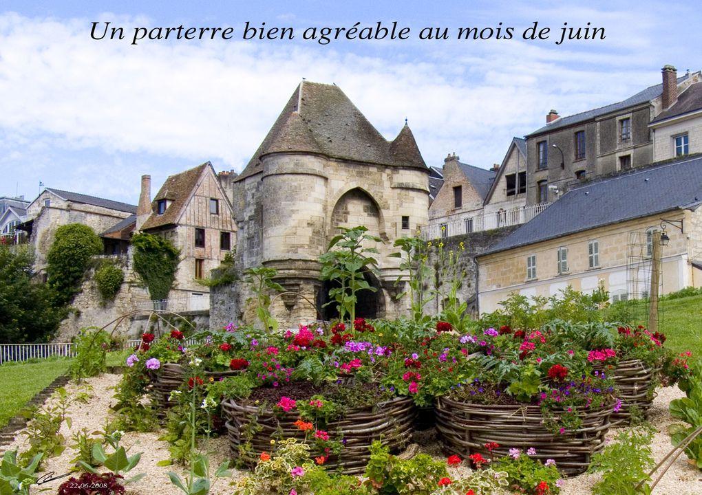 Porte Royer ou Royale. Un des principaux Monuments Historiques de la ville,13°siècle.