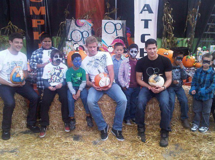 acteurs de la quileute team :boo boo stewart, taylor lautner, tinsel korey, alex meraz, bronson pelletier etc