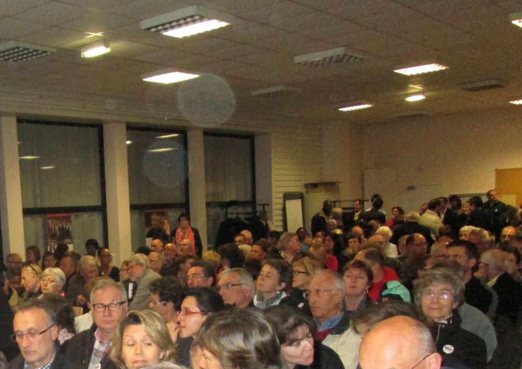 Vues de la réunion publique dans la grande salle associative du Vigneau, autour de Bertrand Affilé et de ses colistiers, le 20 mars 2014, pour la clûture de la campagne des élections municipales.