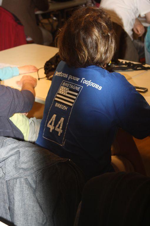 Vues de la finale de la Srivadeg à Carhaix, le 26 mai 2012 : arrivée des finalistes, écoute des consignes, dictée, correction, spectacle, annonce des résultats...Forte présence, beaux résultats et grand succès d'estime pour les candidats de