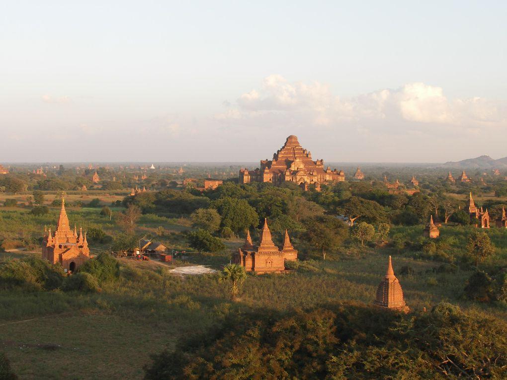 Retour à Bagan à la recherche du plus beau coucher de soleil, perché sur un des 4000 temples de l'ancienne ville.