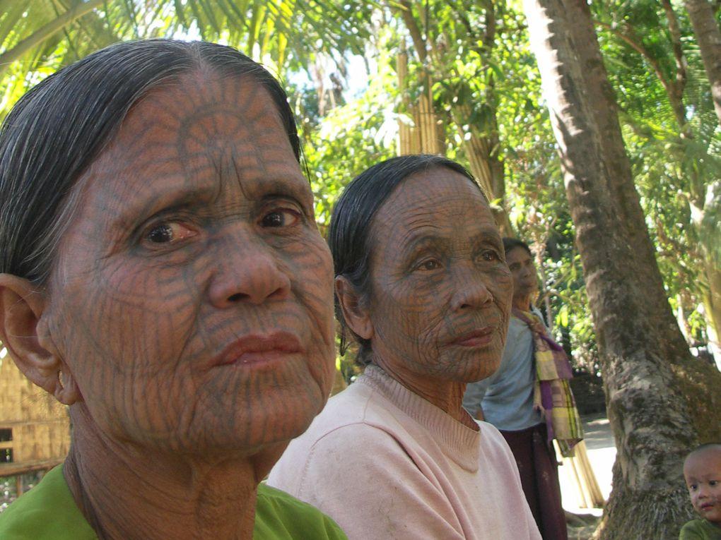 Une belle balade dans les villages chin. L'occasion de rencontrer ces femmes au visage tatoué.
